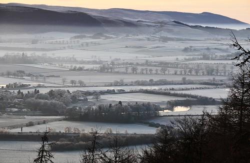 moncreiffehill perthshire scotland winter frost mist riverearn ice