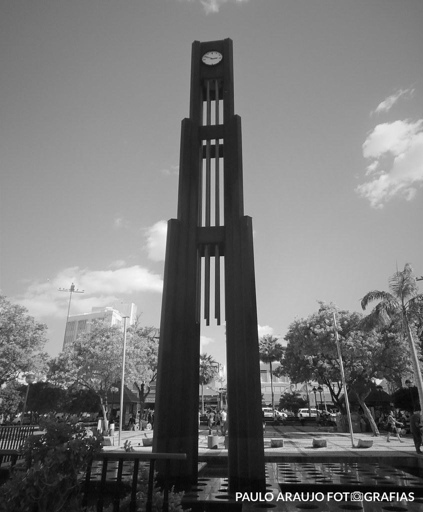 """Série """"EXPLORAÇÕES URBANAS"""" - Coluna da Hora"""