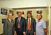 Werner Gilde, Innenminister Reinhold Gall, Oberbürgermeister Frank Mentrup und Norbert Müller vor den Stellwänden der Heimatausstellung.