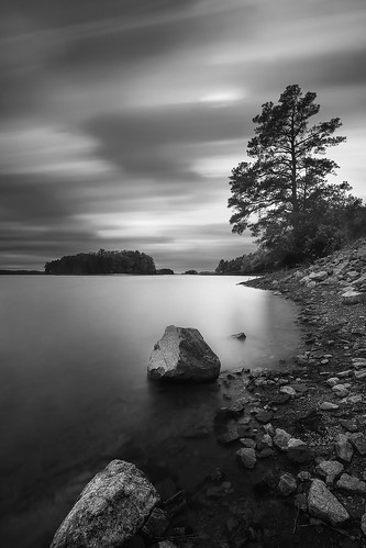 2017 sonyilce7rm2a7rii zeissbatis18mmf28 reallyrightstuff ba72l bh55 rrspcl01 tvc33 filters formatthitechfirecrest16nd leefoundationkit blackwhite clouds coastline landscapephotography longexposure monochrome nikcollectionbygoogle copyright2017 travisrhoadsphotography water georgia lakelanier mountainviewpark