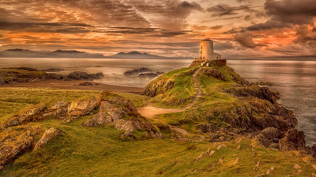 Llanddwyn lighthouse first light