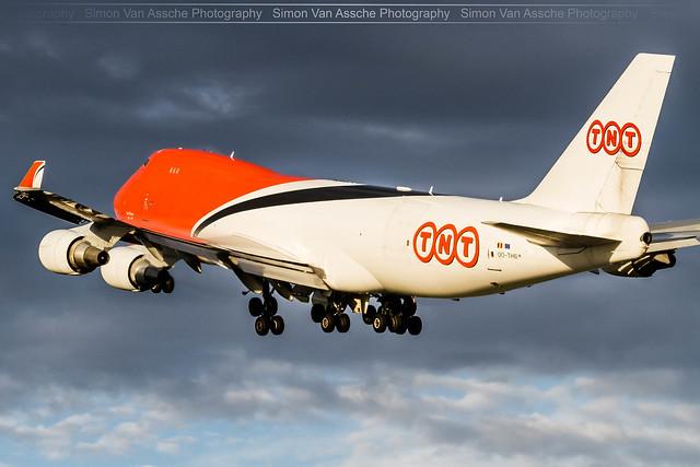 TNT B747F (OO-THB) during sunset take-off @ Liège EBLG