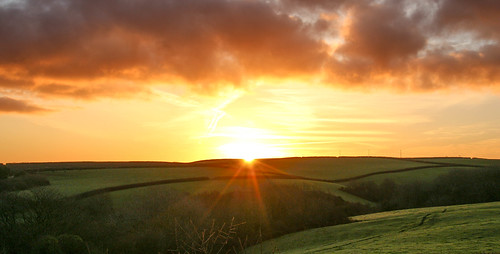 andygocher canon100d canon100dsigma18250 europe uk wales westwales southwales pembrokeshire coastalpath landscape sunrise clouds sunburst