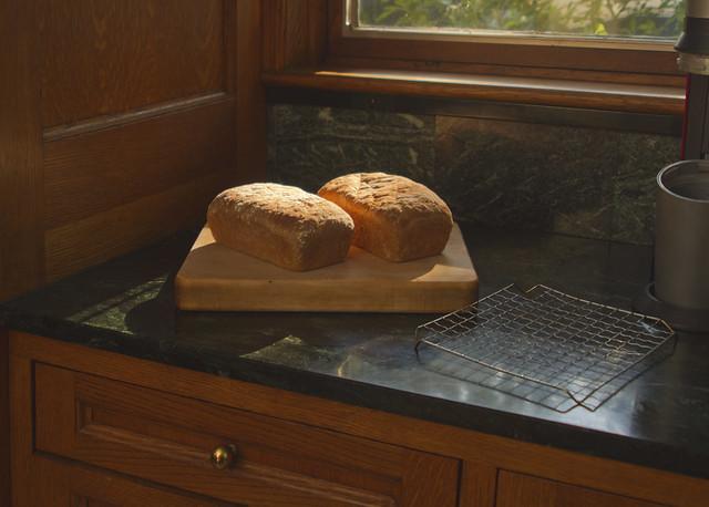 Mom's Bread; 22 Parker, Wakefield, MA (2017)