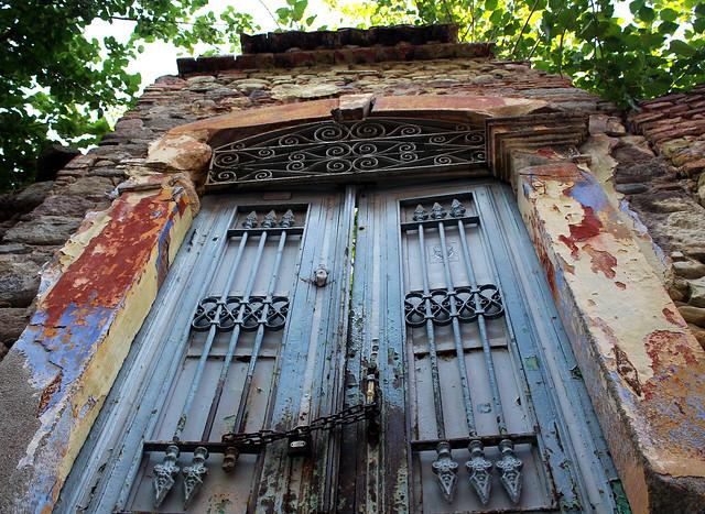 Bergama'da bir kapı (a door in Bergama)