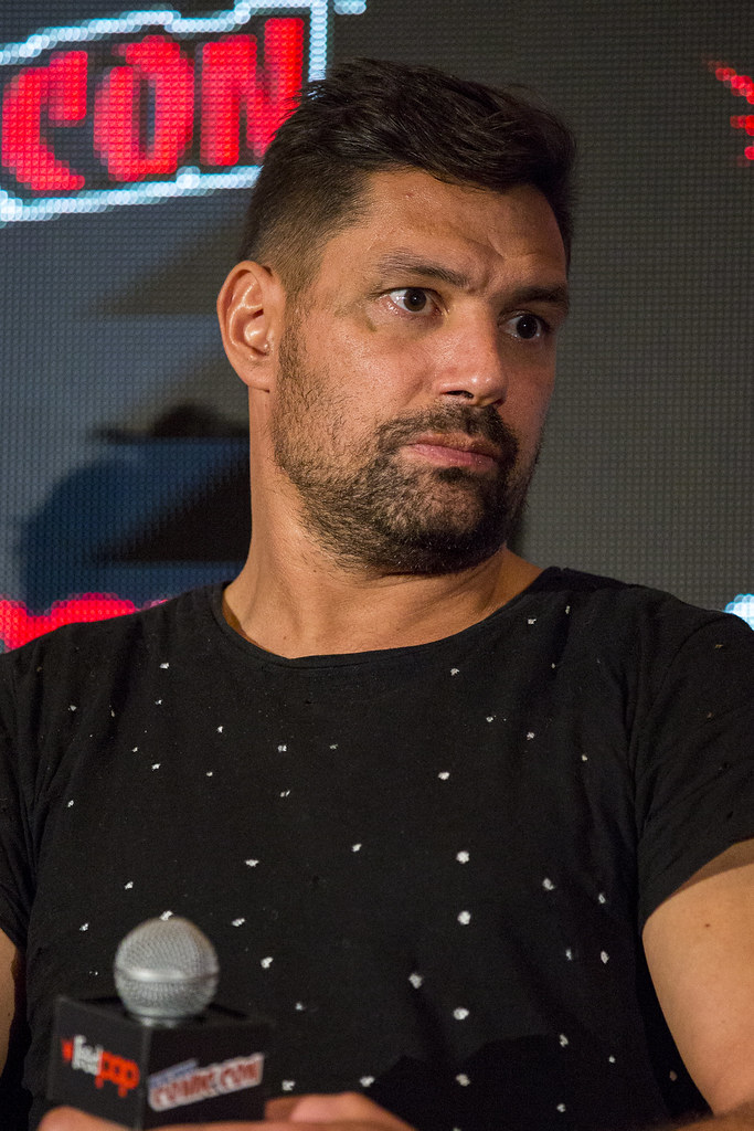 manu bennett muscle and fitness