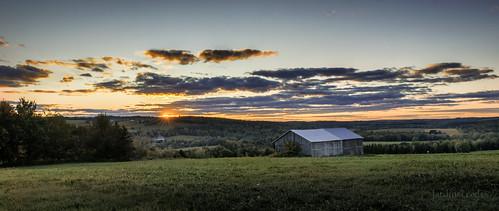 paysagequébécois paysage autumnlandscape autumn quebeclandscape coucherdesoleil sunset grange barn nikond800e