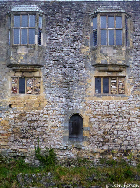 Helmsley Castle 04 - Mind the step when you leave