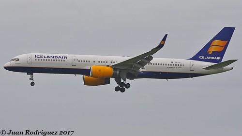 TF-ISZ - Icelandair - Boeing 757-223(WL) - AMS/EHAM
