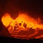 Blubbernde Lava im Vulkan Erta Ale