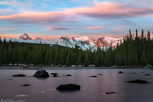 sunrise redrocklake indianpeaks rockymountains frozenlake rosyfingersofdawn rhododactyloseos reflection niwotridge