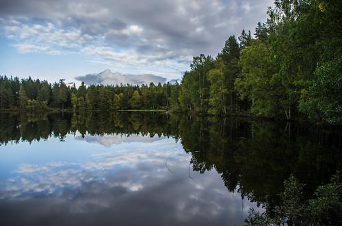 stefanorugolo pentax k5 smcpentaxda1855mmf3556alwr landscape woods skies nature forest lake water clouds hälsingland sweden sverige reflection september