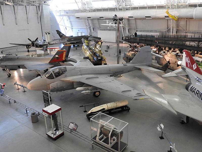 Grumman A-6E Intruder 2