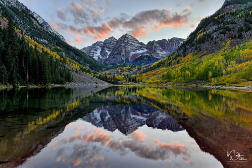 markwhitt markwhittphotography colorado colorful colors autumn autumncolors fall fallcolors beautiful scenic scenery maroonbells usa mountains trees water lake maroonlake nature sunset travel roadtrip outdoors adventure landscape reflections clouds