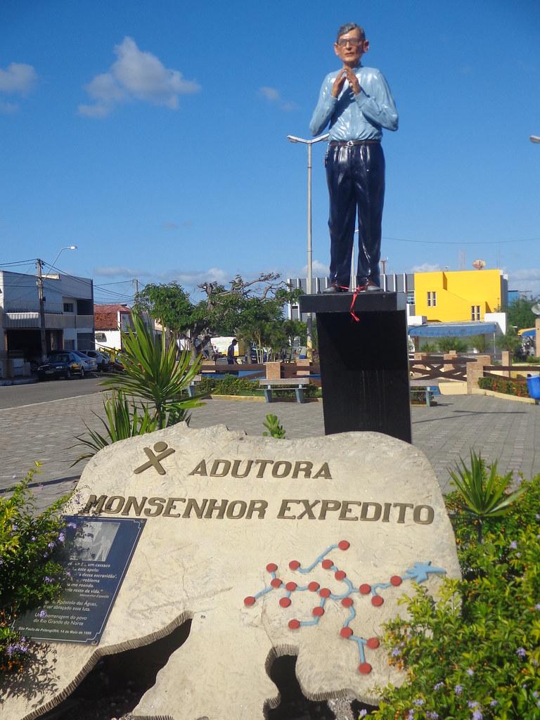 São Paulo do Potengi - Estátua em homenagem a Monsenhor Ex… | Flickr