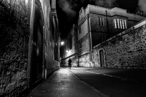brasenoselane oxford medieval shadows silhouette cobbledstreet walls architecture vanishingpoint