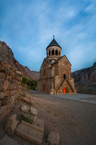 novarank armenia yerevan monastery dusk sunset sky stars long exposure monastère նորավանք eghegnazor mountains ruins wall arménie