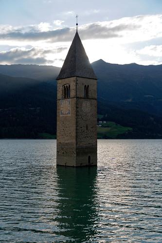 italy italia sunset lake reschensee lagodiresia water mountain steeple church südtirol