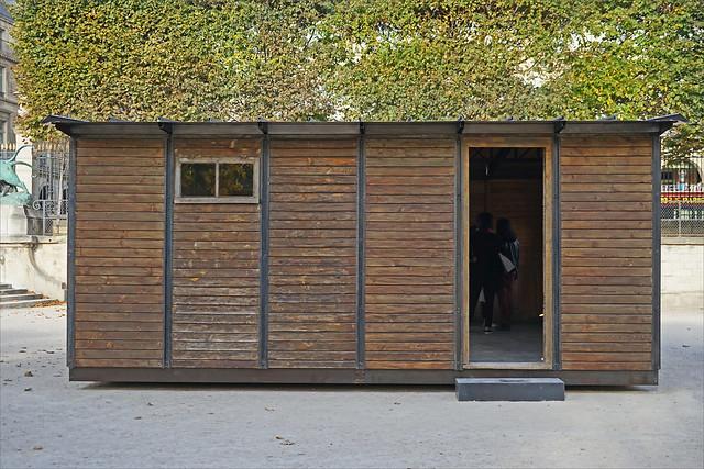 Maison pour héberger des sinistrés (FIAC 2017, Paris)