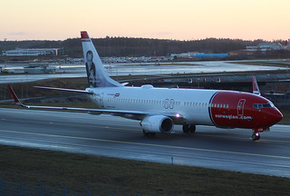 LN-DYM Boeing 737-8JP/W, Norwegian Air Shuttle at Stockholm/Arlanda ESSA. Waving crew :-)   by Krister Karlsmoen