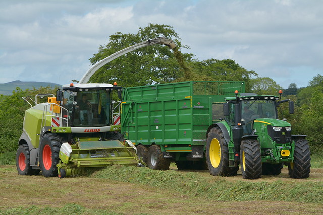 Claas Jaguar 960 SPFH filling a Broughan Engineering Mega HiSpeed Trailer drawn by a John Deere 6215R Tractor