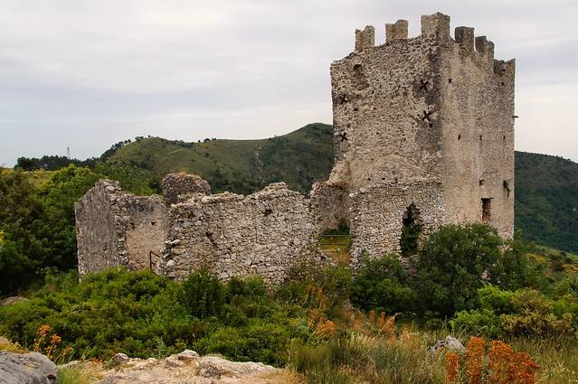 Châteauneuf-Villevieille - Les Ruines 2