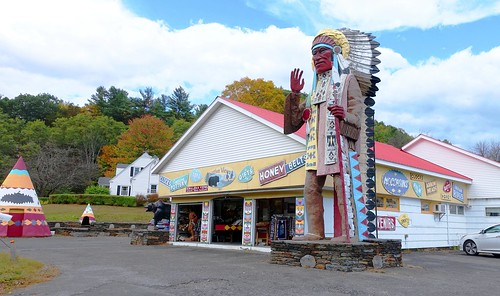 mohawktrail colorphoto outdoor outdoors attraction roadsideattraction roadsideamerica tradingpost building architecture parkinglot nativeviewstradingpost newengland shelburnemassachusetts shelburne rte2 route2 indian americanindian souvenirs gifts indiancrafts moccasins statue indianstatue nativeamerican thebigindian landmark iconiclandmark spear bigindian bigindianshop massachusetts sky tree trees giftshop