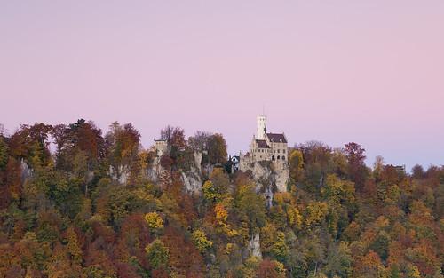 schlosslichtenstein schwäbischealb castle forest autumn sunrise rocks exposed herbst wald sonnenaufgang