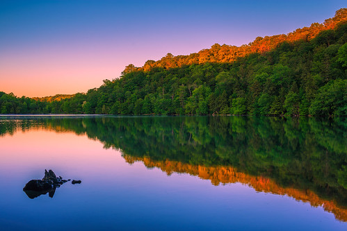 greenlakes greenlakesstatepark roundlake newyork centralnewyork upstate lake water sunset goldenhour trees leaves canon6d canon 6d