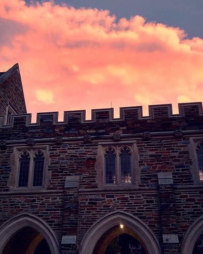 The sun is setting on another week in the #gothicwonderland. #pictureduke #dukeuniversity