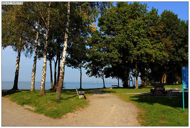 Langenargen am Bodensee mit Blick auf Friedrichshafen