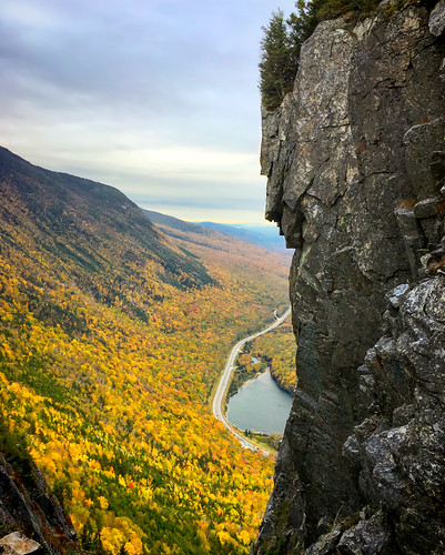 thewatcher whitemountainsofnewhampshire rockformations facesinrocks fallinnewhampshire franconianotch franconianewhampshire newhampshirelandscape