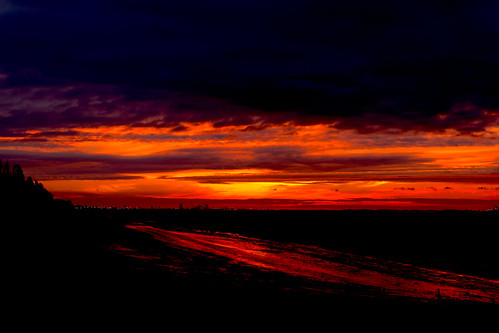 dawn contrast humber estuary northbank shoreline water sky oranges reds river east yorkshire morning sunlight skyline hull kingston cityofculture oct2017 mud flats silhouettes eos5dmkiv canon clouds hessle foreshore