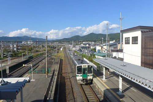 赤湯駅から見る米沢方面の山なみ