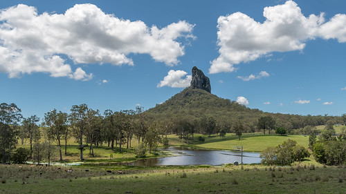mountain coonowrin crookneck scape glasshousemountains rocky volcanicplug eroded
