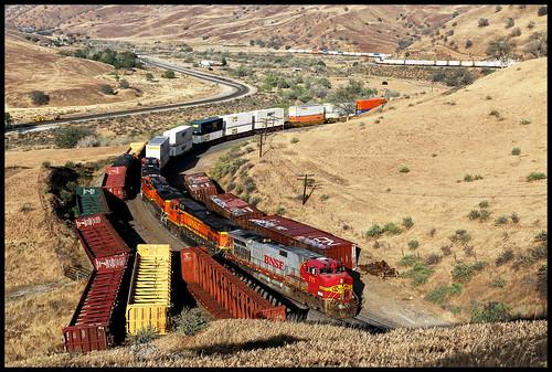 bnsf atsf santa fe warbonnet sp up tehachapi pass caliente ca california tunnel 1