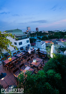 Rooftop Bar & Cafe
