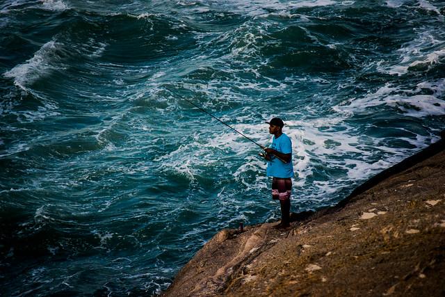 Pescador (Pedra do Arpoador, Rio de Janeiro, RJ, Brasil).