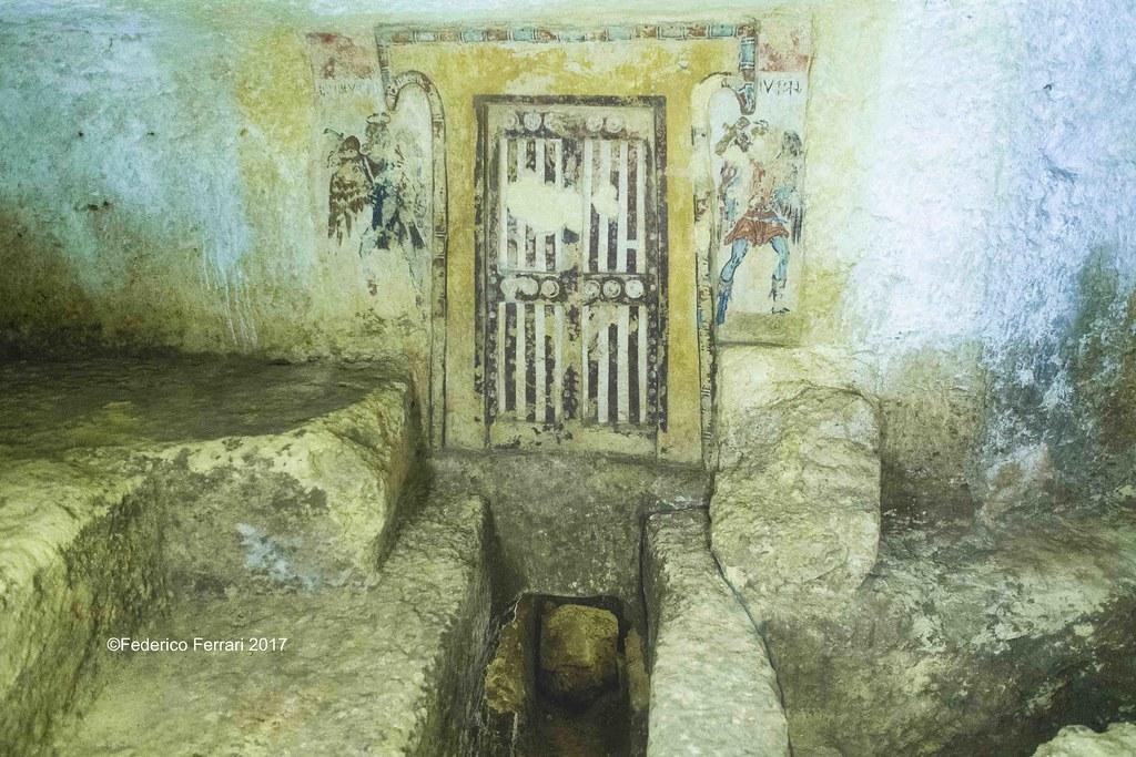 16 Tombe etrusche Tarquinia La porta dell'Ade