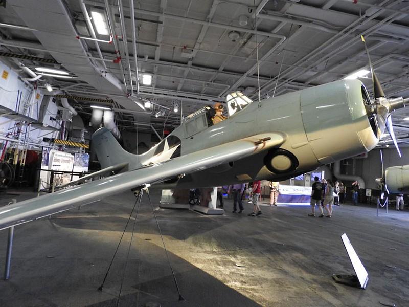 Grumman F4F-3 Wildcat 1