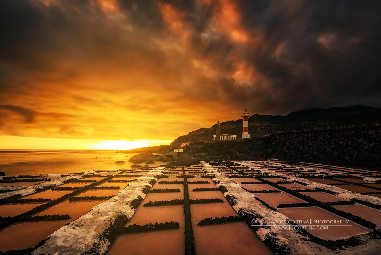 TIMELAPSE EL UNIVERSO DE LA PALMA. Atardecer de fuego en el Faro de Fuencaliente