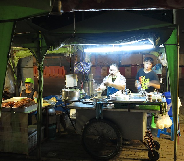 sidewalk food vendors before dawn