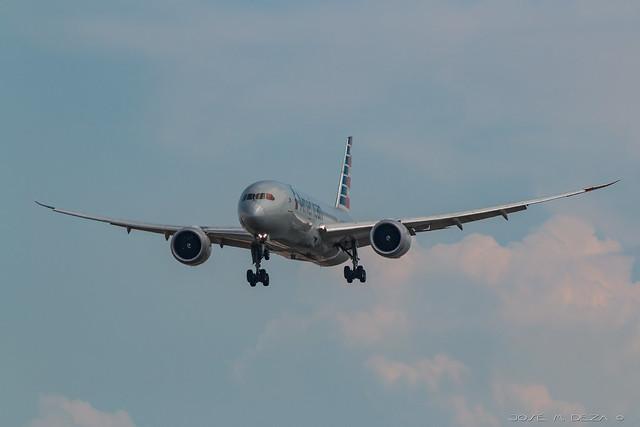 American Airlines B787-8 N805AN