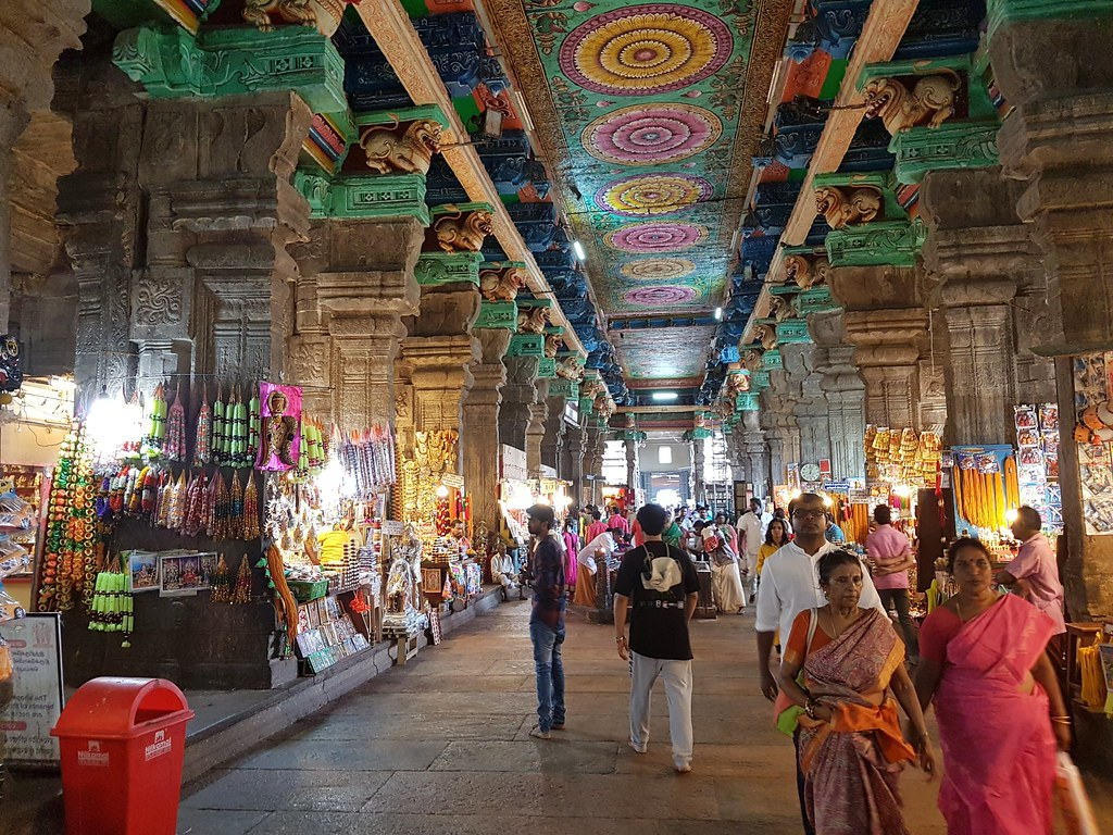 9 Incredible & Famous Shopping Places in Madurai for Shopaholics to Visit!