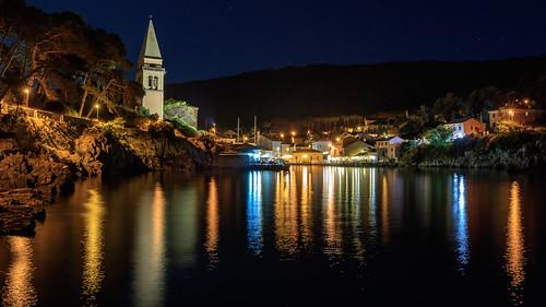 lussino lussingrande bay baia sea summer light night canonm3 canon holiday island croazia riflesso reflection stars mirror campanile landscape church travel