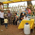 """Los habitantes de la Parroquia Membrillal exhibieron y vendieron cinco platos típicos de la zona como el seco de chivo, el greñoso, el ceviche de pinchagua y otros. En la cita se suscribieron dos convenios encaminados a impulsar y fortalecer las medidas de adaptación al cambio climático como: huertos agroecológicos, reforestación con plantas nativas , protección y recuperación de fuentes de agua, con el acompañamiento del Programa Regional AbE Ecuador – Colombia  """"Estrategias de Adaptación al Cambio Climático basadas en Ecosistemas"""".  Tarsicio Granizo, Ministro del Ambiente, destacó que con la implementación de este Programa  se """"busca rescatar la soberanía alimentaria y a su vez incentivar la conservación protección de los bosques secos, que garantizan agua"""", señaló  Los eventos se realizan como parte de las actividades previstas por el Programa Regional Estrategias de Adaptación al Cambio Climático Basadas en Ecosistemas (AbE) en Colombia y Ecuador (Programa Regional AbE) que es parte de la Iniciativa Internacional del Clima (IKI) financiada por el Ministerio Federal de Medio Ambiente, Protección de la Naturaleza, Obras Públicas y Seguridad Nuclear del Gobierno Alemán (BMUB). En Ecuador, el Ministerio de Ambiente (MAE), desde la Subsecretaría de Cambio Climático y a través de la Dirección de Adaptación al Cambio Climático con el apoyo de la Cooperación Técnica Alemana (GIZ) y de la Oficina Regional para América del Sur de la Unión Internacional para la Conservación de la Naturaleza (UICN) ejecutan el Programa en las parroquias Honorato Vásquez y Membrillal de los cantones Santa Ana y Jipijapa, provincia de Manabí, en coordinación con sus Gobiernos Autónomos Descentralizados (GAD)."""