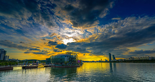 autumn skies surface sun sunset sunrise sky strong sunlight cloud cloudy color colorful colors calm capture citylight city cityscape seoul glow golden glare gold gallery galley greatphotographers art architecture angle horizontal beach beautiful blue balance bridge building