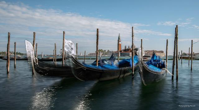 Venedig - Venezia - Gondeln am Canal Grande