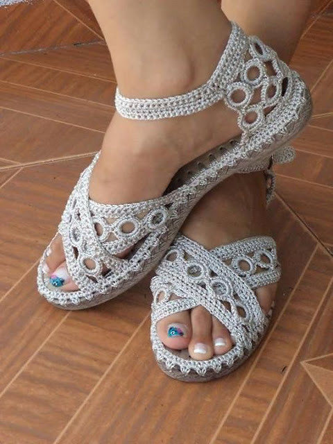 What a beautiful work, I'm delighted with this model of crochet sandal, see step by step. I loved it ❣💁❣