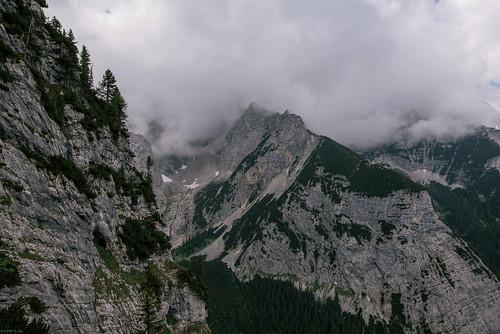 Deep hanging clouds | by knipslog.de